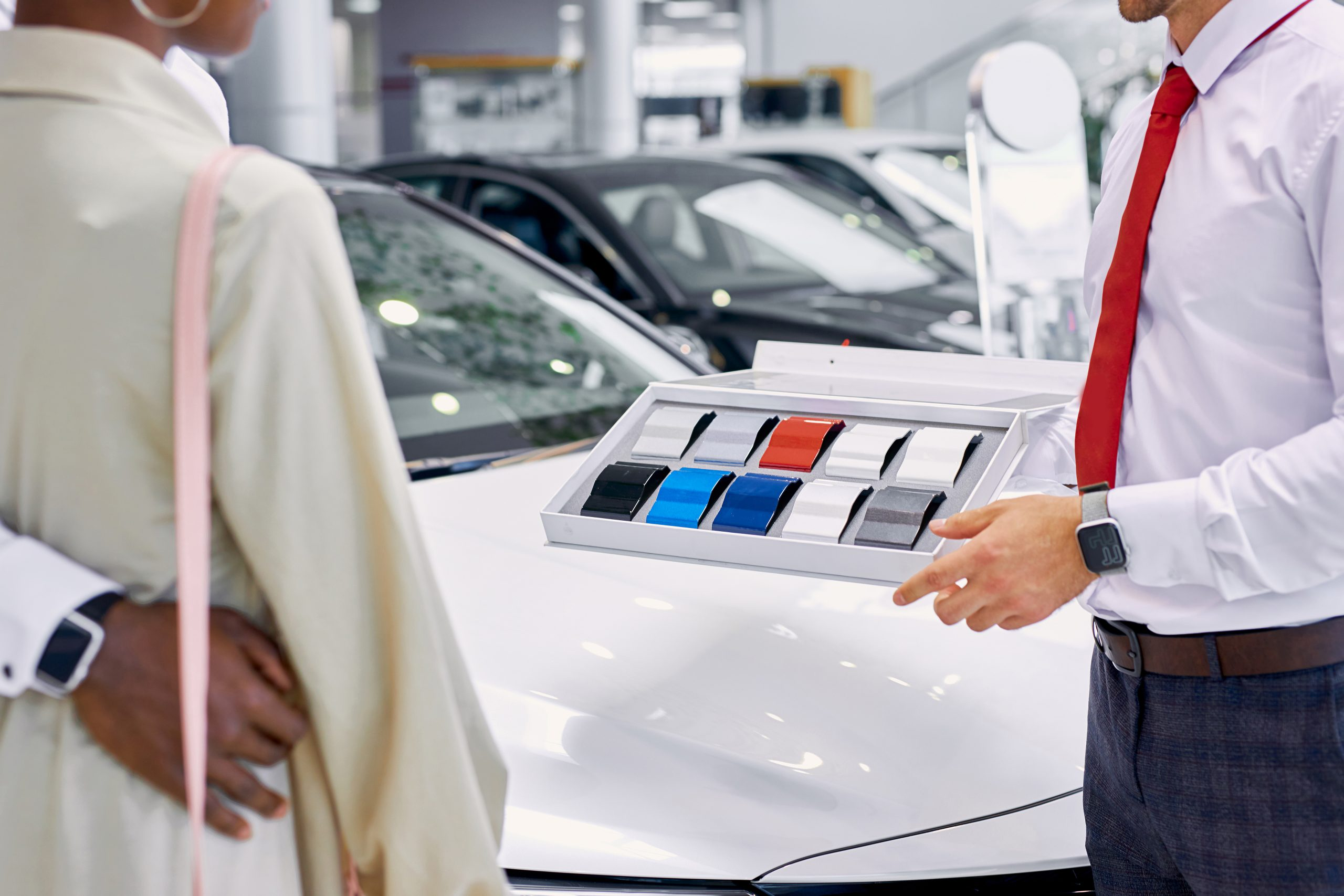 How much do finance managers make at car dealerships?