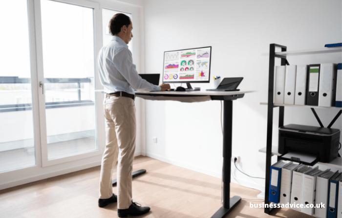 Adjusting desk height