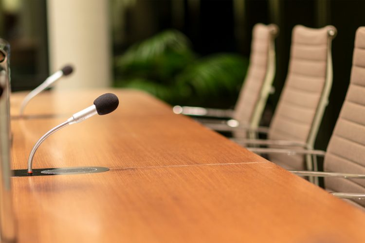 What is the difference between tribunal and court?